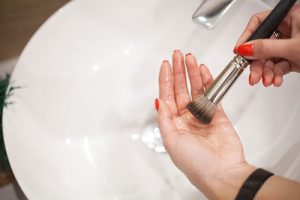 Dry Eye Syndrome and Makeup, Clean your makeup brushes
